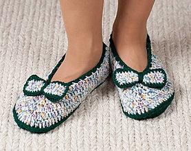 Obuv - Háčkované papuče - zeleno-biele s mašličkou - 11042094_