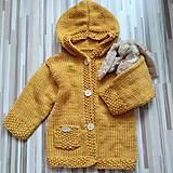 Detské oblečenie - Horčicový kabátosvetrík, dlhší sveter - 11042253_