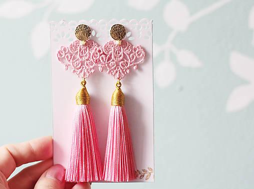Náušnice so strapcom a čipkou. Baby pink