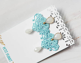 Náušnice - Náušnice s čipkou a perličkou. Baby blue - 11045759_