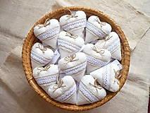 Darčeky pre svadobčanov - Svadobné srdiečka-čipka na ľane - 11044382_