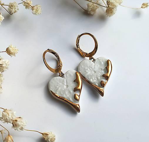 porcelánové náušnice - Srdiečka zo zlatom