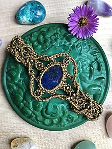 Náramky - Hnedý vintage makramé náramok s lapis lazuli - 11048696_