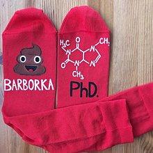 Obuv - Maľované ponožky s titulom a menom (Červená) - 11049317_