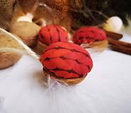 Dekorácie - Vianočné orechy červené - 11047506_