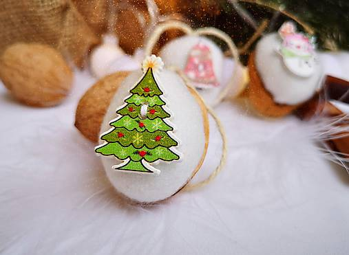 Vianočné orechy biele s vianočnými gombičkami