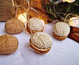 Dekorácie - Vianočné orechy štrikované, béžové - 11047565_