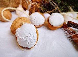 Dekorácie - Vianočné orechy biele z madeiry - 11048218_