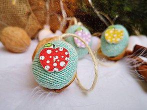 Dekorácie - Vianočné orechy  s jabĺčkami - 11048479_
