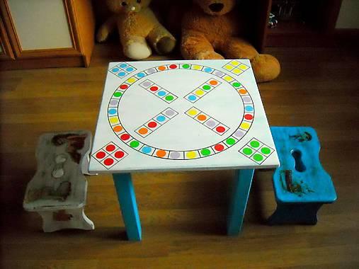 Hrací stolík so stolčekmi