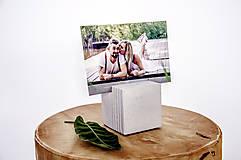 Pomôcky - Betónový stojan na vizitky Cube - 11052158_