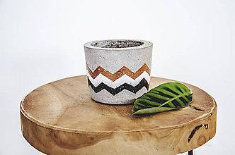 Nádoby - Maľovaný betónový kvetináč - 11050649_