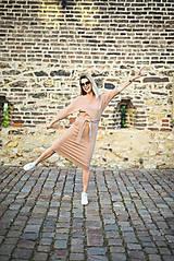 Šaty - Béžové úpletové šaty - 11052776_
