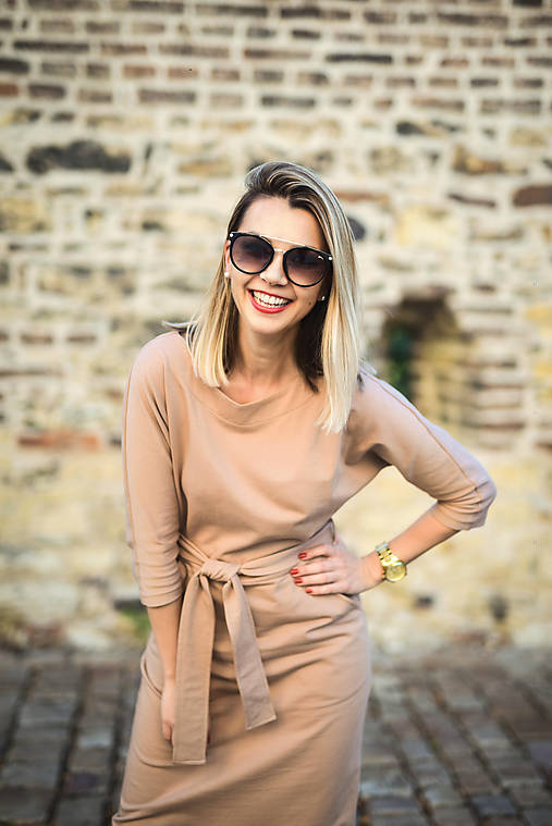 Béžové úpletové šaty
