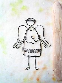 Dekorácie - anjel s pohyblivými nôžkami - 11049947_