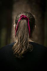 Ozdoby do vlasov - Ľanová scrunchie - vínový uškáčik Zajo - 11054006_