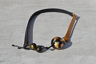 Náhrdelníky - Leather necklace (Black wooden beats) - 11056723_