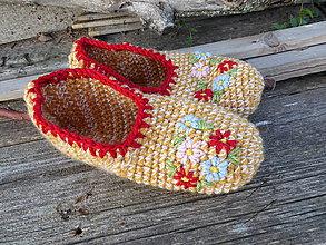 Obuv - okrové papuče s výšivkou č.39-40 - 11057261_