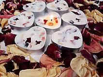 Svietidlá a sviečky - Čajová sviečka zo sójového vosku - srdiečko - 11060943_