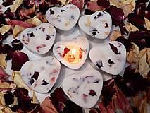 Svietidlá a sviečky - Čajová sviečka zo sójového vosku - srdiečko - 11060945_