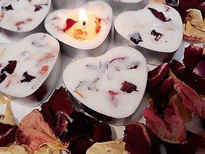 Svietidlá a sviečky - Čajová sviečka zo sójového vosku - srdiečko - 11060942_
