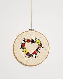 Dekorácie - Srdce plne kvetov - 11058837_