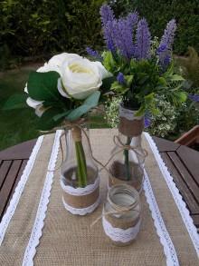 Úžitkový textil - Jútové štóly s vázami a svietnikom - 11058432_