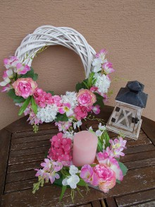 Dekorácie - Biely veniec s kvetmi priemer 40cm - 11058906_