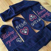 Obuv - Maľované ponožky pre novomanželov / k výročiu svadby (tmavomodré) - 11061038_