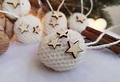 Dekorácie - Vianočné orechy biele s hviezdičkou - 11060752_