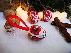 Dekorácie - Folk vianočné oriešky červené - 11060678_