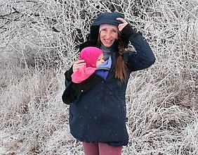 Kabáty - Softshellový kabátek pro nošení dětí- tmavě modrý - 11062391_