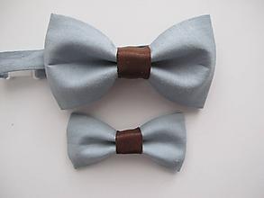 Doplnky - Motýliky pre otca a syna v sivom s koženým stredom - 11065168_