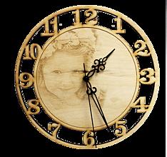 Dekorácie - Drevené hodiny s gravírovanou fotografiou 25 cm - 11063591_