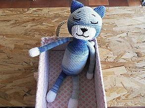 Hračky - Háčkovaný spiaci kocúrik - modrý - 35cm - 11064527_