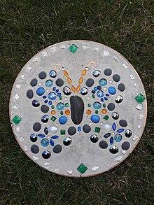 Dekorácie - Šperk do záhrady Motýľ - 11065134_