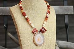 Náhrdelníky - Mohutný náhrdelník z mixu minerálov a plátkom achátu - 11063691_