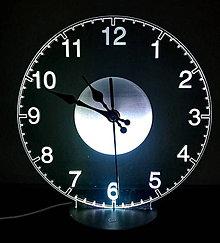 Dekorácie - Gravírované LED hodiny - 11065815_