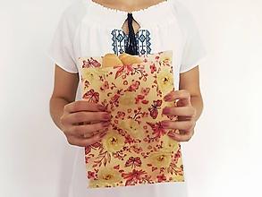 Úžitkový textil - Voskované vrecúško Motýľ - 11069090_