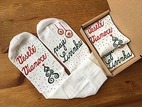 """Obuv - Maľované biele vianočné ponožky s nápisom: """"Veselé Vianoce... praje ..."""" alebo na želanie - 11066084_"""