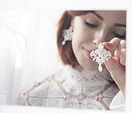 Náušnice - Náušnice s čipkou a perličkou. Cyklaménové - 11069612_