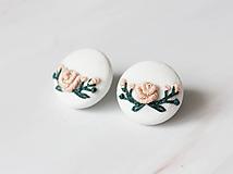Náušnice - Buttonky s vyšívanými kvetmi, napichovačky - 11069756_
