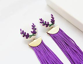 Náušnice - Náušnice so strapcom a vyšívanými levanduľami - 11069772_