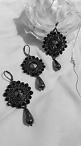 Sady šperkov - Hematit & čierna--náušnice a prívesok so striebornou retiazkou - 11069595_