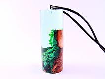 Náhrdelníky - Kapsula lesa- Drevený náhrdelník - 11070154_