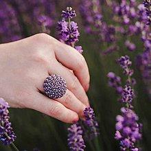 Prstene - BUTTON {M} fialový elegantný prsteň - 11069875_