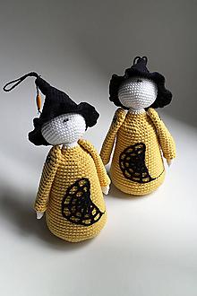 Dekorácie - Háčkovaná postavička - Čarodejnica s klobúkom | Hocus-Pocus | Halloween - 11073610_