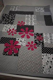 Úžitkový textil - PATCHWORKOVÁ DEKA ... květy - 11073393_
