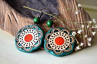 Náušnice - zeleno-červené náušnice-kvitnúce - 11073004_