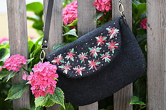 Kabelky - plstená kabelka - rozkvitnutá - 11074136_